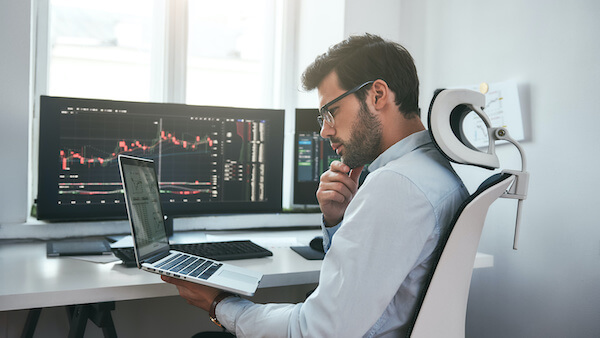 how to buy options: man using his laptop