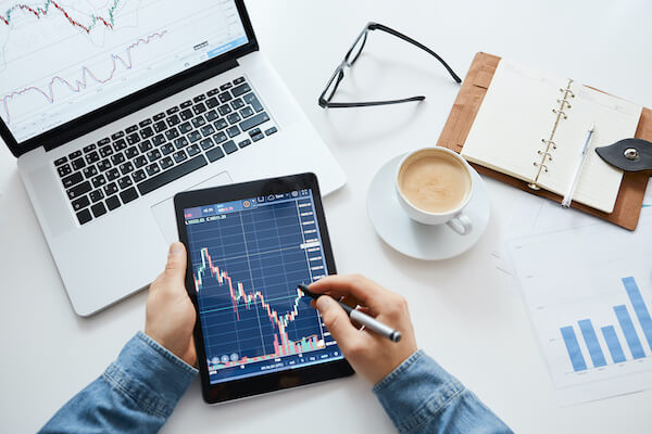 Covered call writing: checking changes in the stock market on a tablet